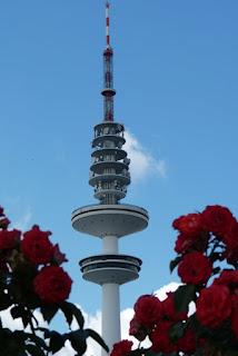 Heinrich Hertz Turm, Hamburg,blauer Himmel
