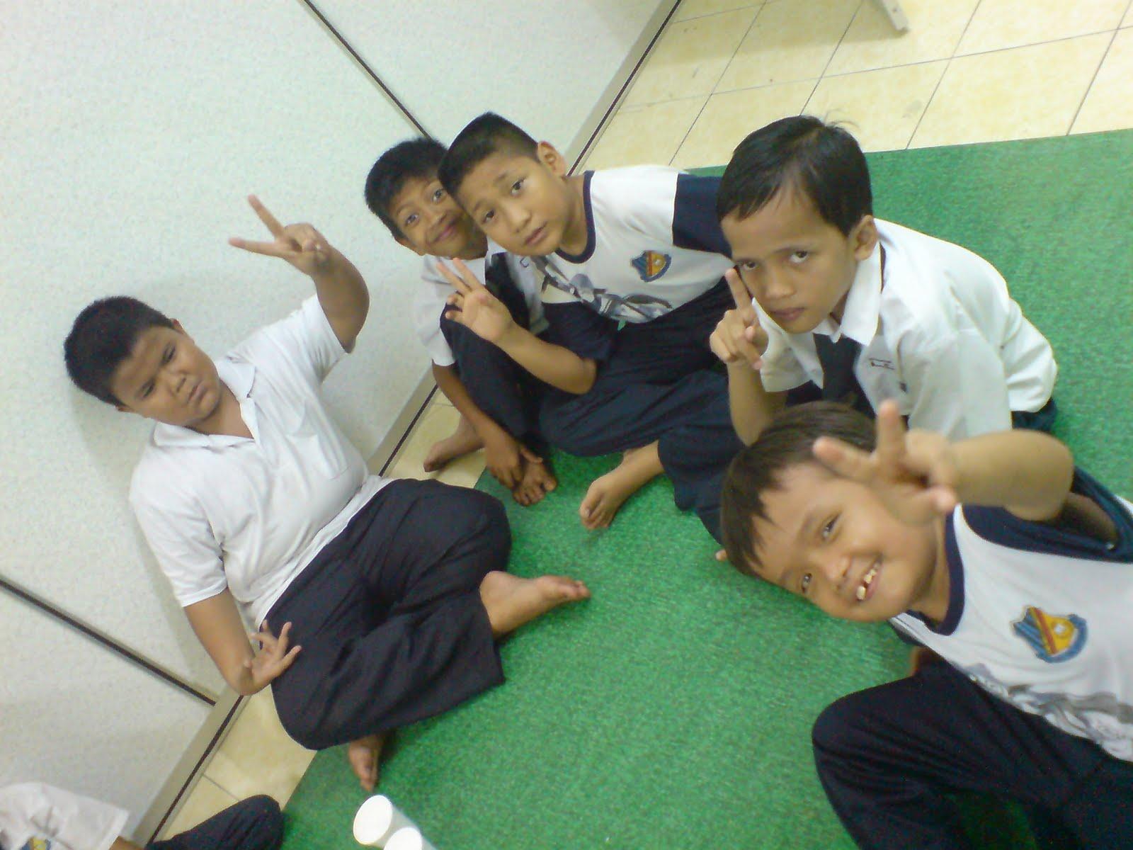 cerita budak chubby: May 2010