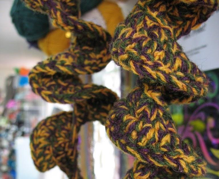 Knitting Pattern For Corkscrew Scarf : Dyeabolical / Knit. Dye. Read.: Spiral Crochet Scarf Pattern