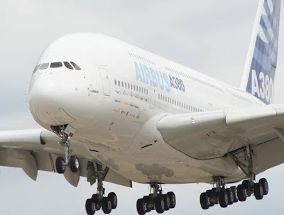 WORLD'S BIGGEST PLANE...............AIRBUS Airbus A380...........555 Passenger s
