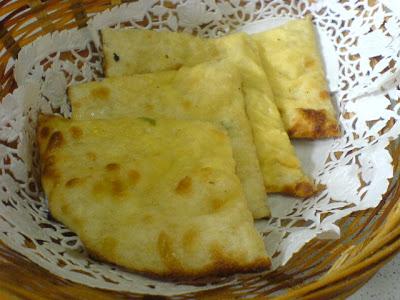 Tandoori Restaurant, naan