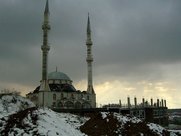 Istanbul Mosque with snow.