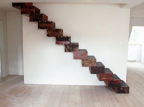 Arquitectura de casas escalera interior de madera reciclada for Escaleras de madera rusticas