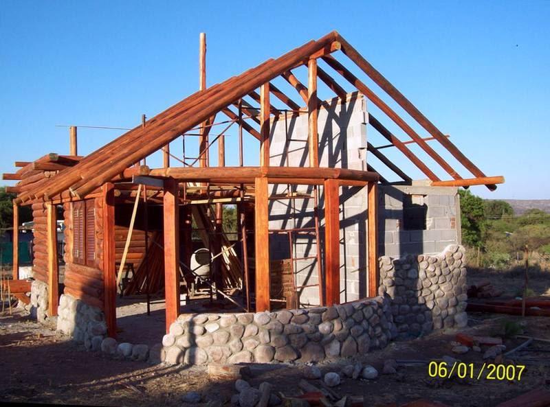 Arquitectura de casas caba a de piedra y troncos en for Casas rusticas de madera y piedra