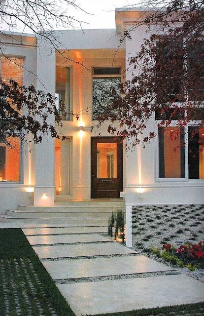 Acceso de casa residencial suntuosa