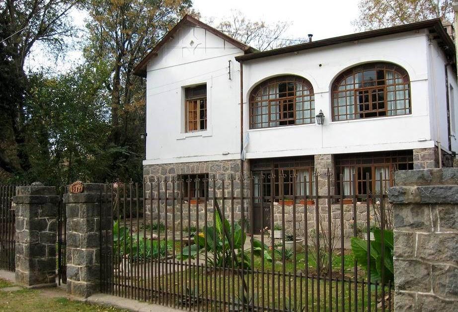 Arquitectura de casas casa antigua con base de piedra de for Granito argentina