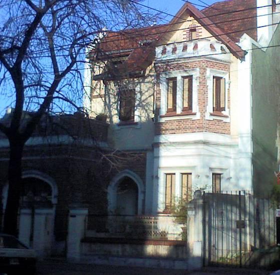 Foto de una casa vieja estilo Inglés Tudor