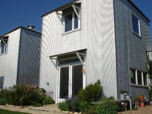 Arquitectura de casas casa de granjero con cubiertas de - Cubiertas para casas ...