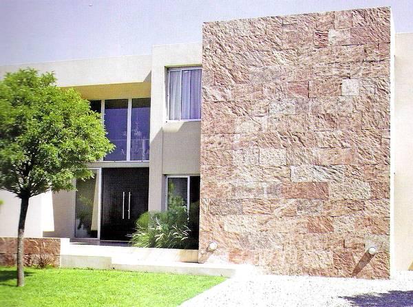 Fachada con piedra laja