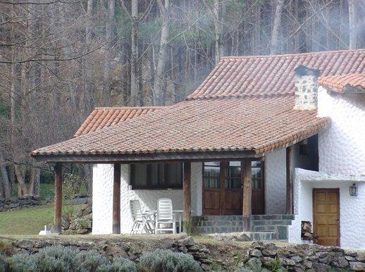Galería y acceso a la casa cabaña en Córdoba, Argentina