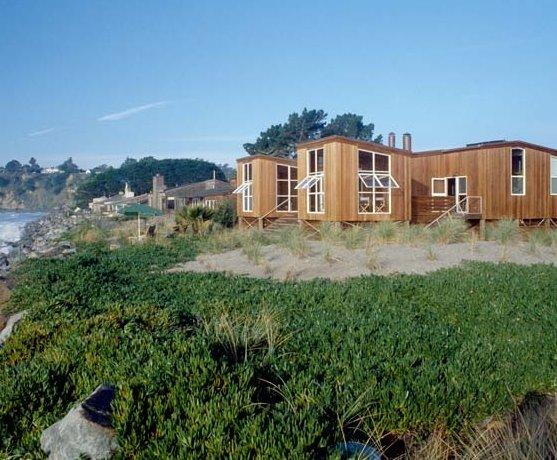 Residencia de madera en la playa en California