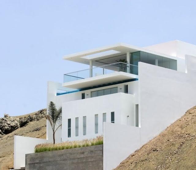 Arquitectura de casas moderna casa de playa de hormig n for Construccion de piscinas en lima