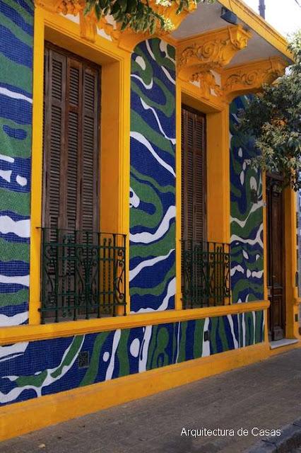 Fachada decorada en el Pasaje Lanín, Ciudad de Buenos Aires