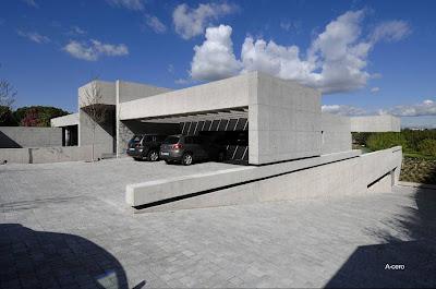 Residencial contemporánea minimalista de concreto en Pozuelo de Alargón, Madrid
