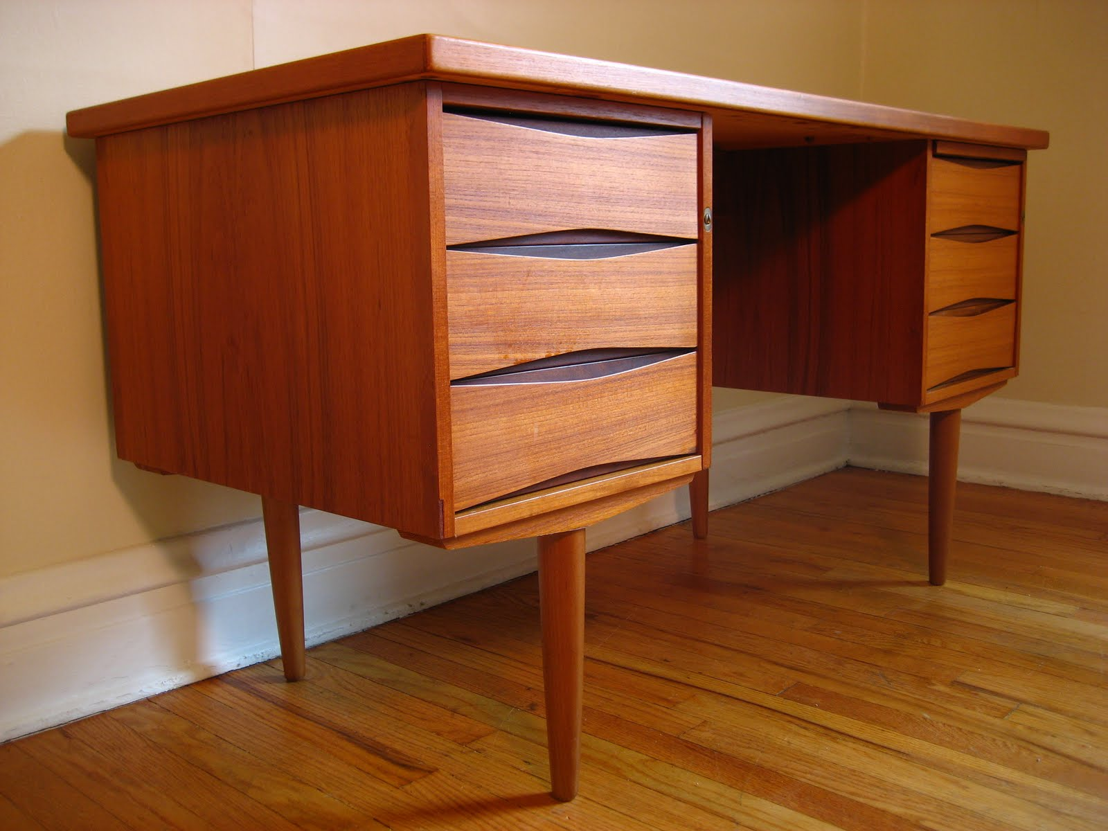 Flatout Design Scandinavian Desk