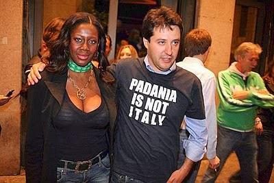 Alla negra piace il cazzo italiano ebony likes anal - 2 10
