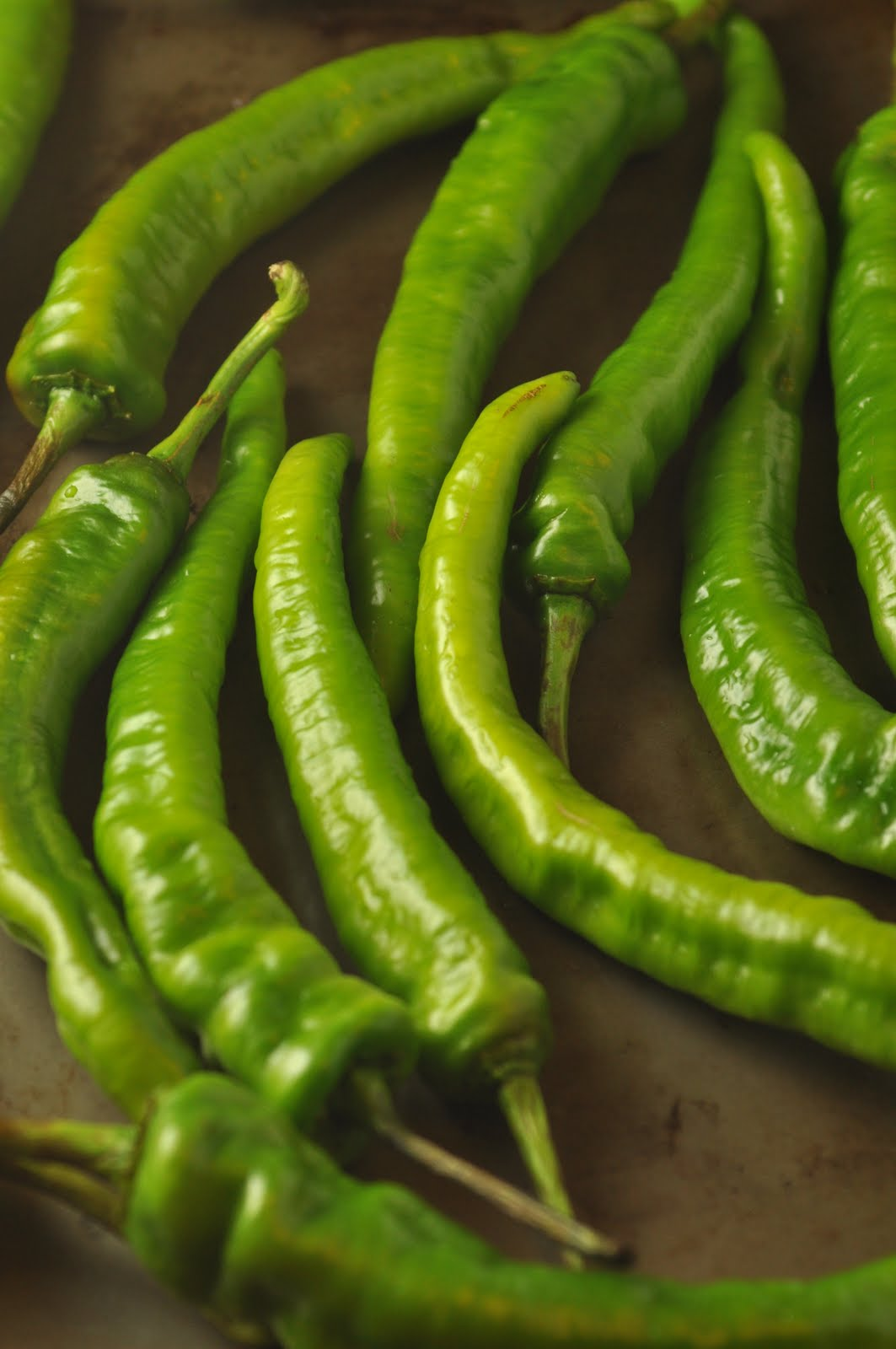 Need help identifying this common long green chile pepper ...