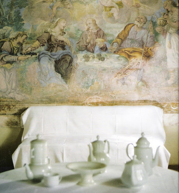 Fresco circa 1700 on the dining room wall of a converted monastery, Marie Claire Maison Septembre 2006, edited by lb for linenandlavender.net