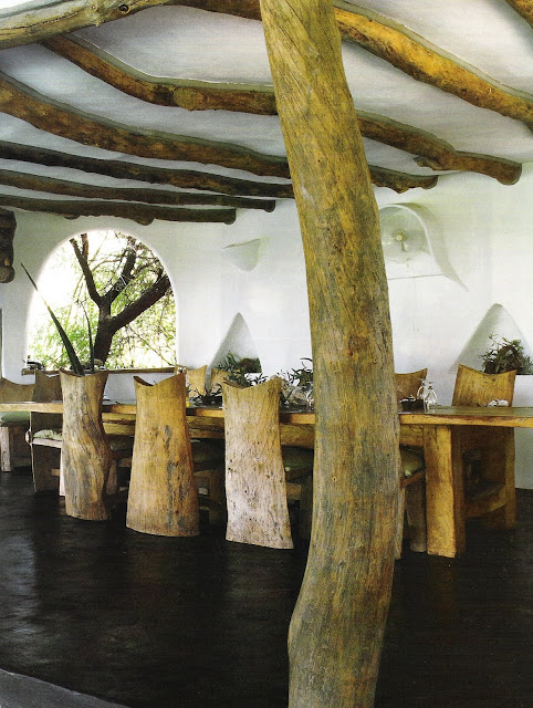 Organic natural wood lines in columns, ceiling beams, dining table and dining chairs, Cote Sud Dec 04-Jan 05, edited by lb for linenandlavender.net