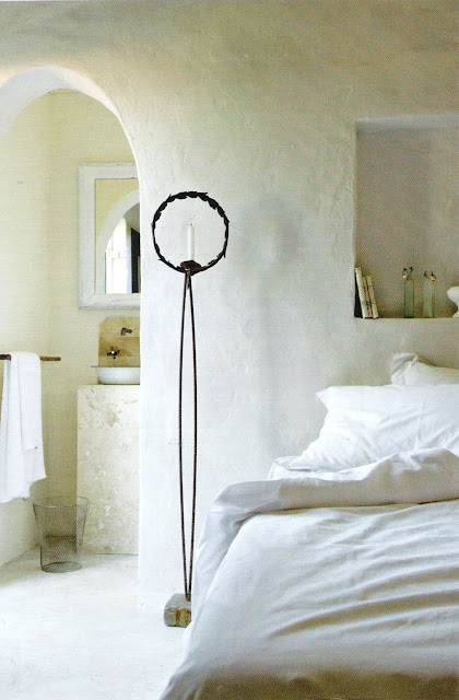 Soothing bed and bath, Maisons Cote Sud, edited by lb for linenandlavender.net