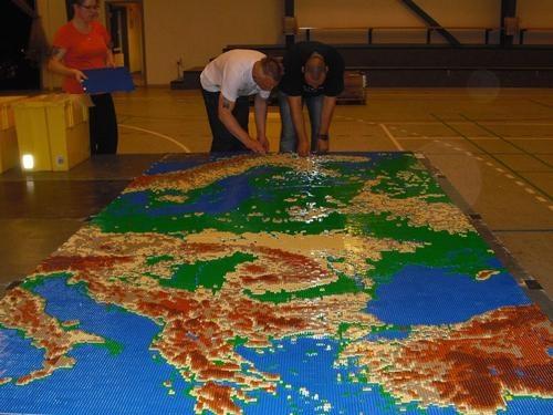 mapa hipsométrico da europa Coordenadas: Mapa hipsométrico da Europa em Lego mapa hipsométrico da europa