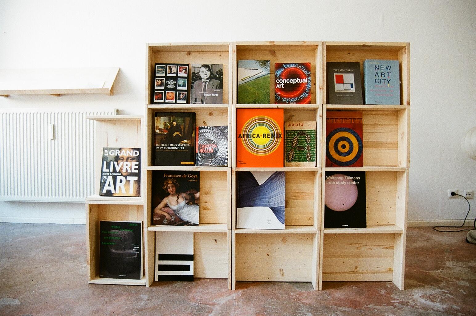 hartz iv m bel berliner hocker. Black Bedroom Furniture Sets. Home Design Ideas