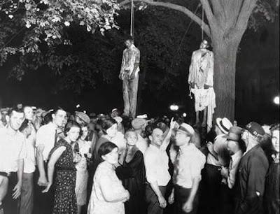 Gambar terkenal lainnya yg diambil 1930. 2 orang pemuda afro american yg dituduh memperkosa wanita kulit putih dan membunuh pacarnya, diambil secara paksa oleh gerombolan massa kulit putih yang marah. Mereka lalu digantung.