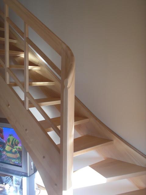 Schody bukowe z balustradą prostą