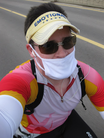 Cycling in Korea, Warning: always wear a helmet! (I gave mine to my friend)