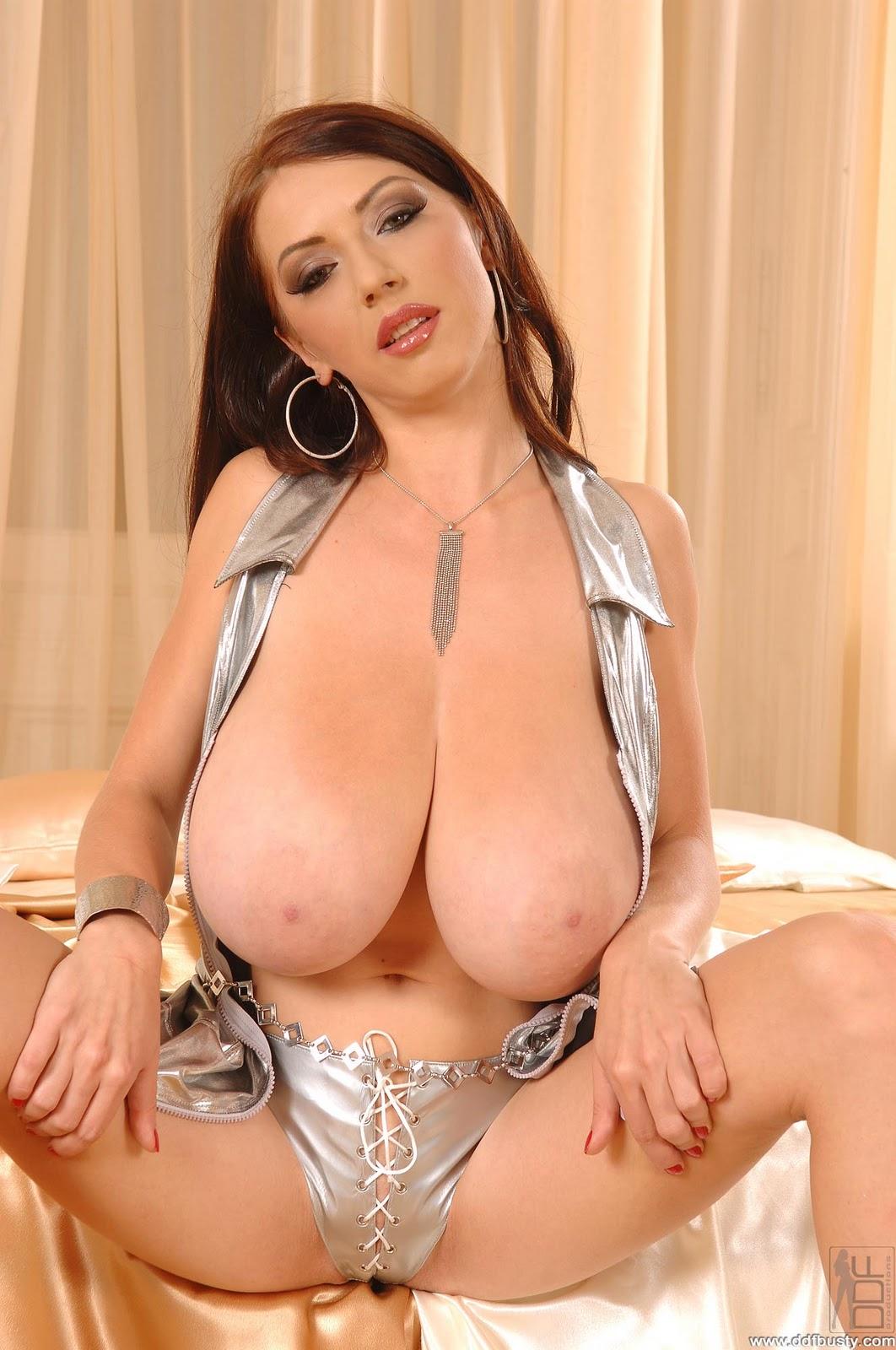 busty merilyn nude