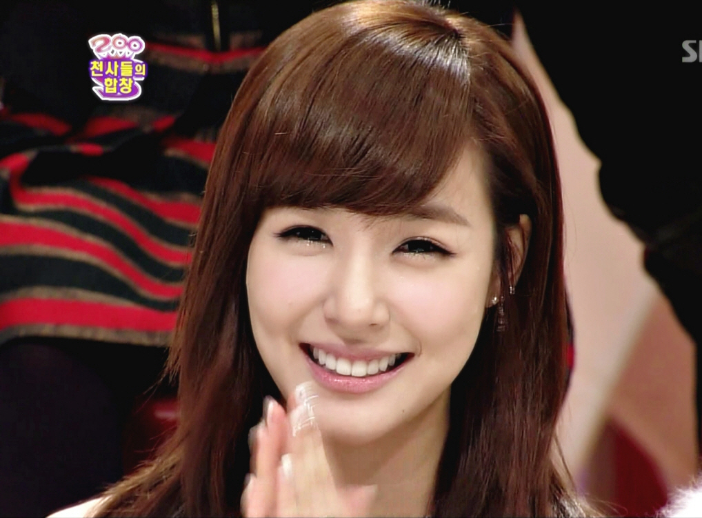 [Video] Eye smile angel Tiffany showed some love to the ...