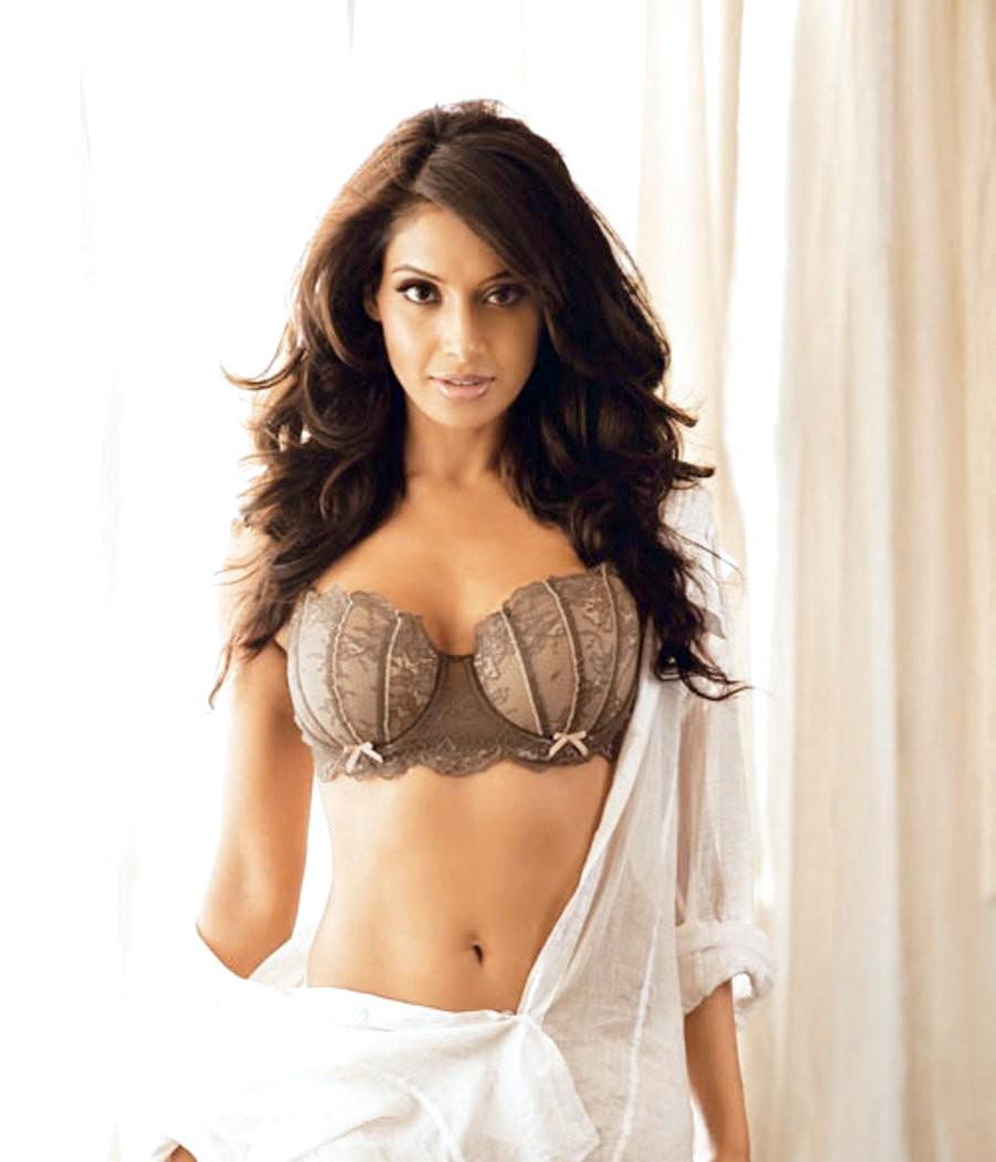 Indian bollywood actress flashing boobs to mahima amp friends 3