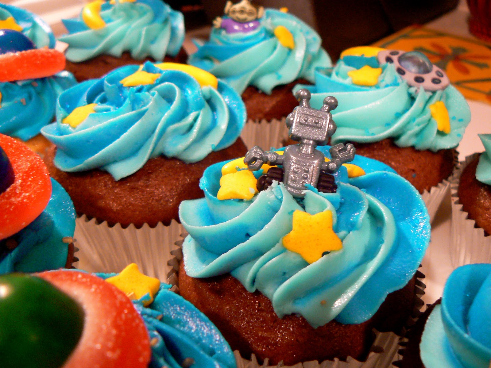 The Fashionable Cupcake Outer Space Cupcakes