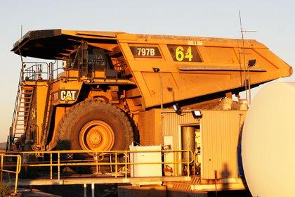 CAT 797b Mining Truck