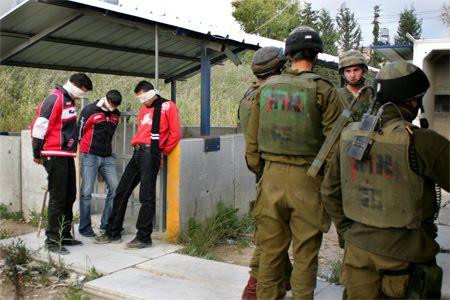 https://i0.wp.com/2.bp.blogspot.com/_ovlpzTLWOeo/SwxlN9FEkGI/AAAAAAAABbE/IUtVHPuudXM/s1600/blind-folded-boys-w-soldiers4-2nd-ver.jpg