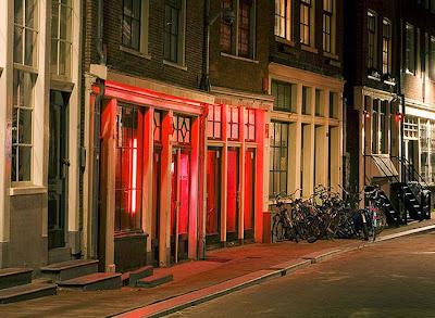 luzrojaAmsterdam.jpg