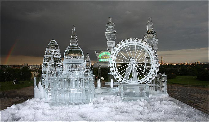 صور منحوته من الجليد 1.jpg
