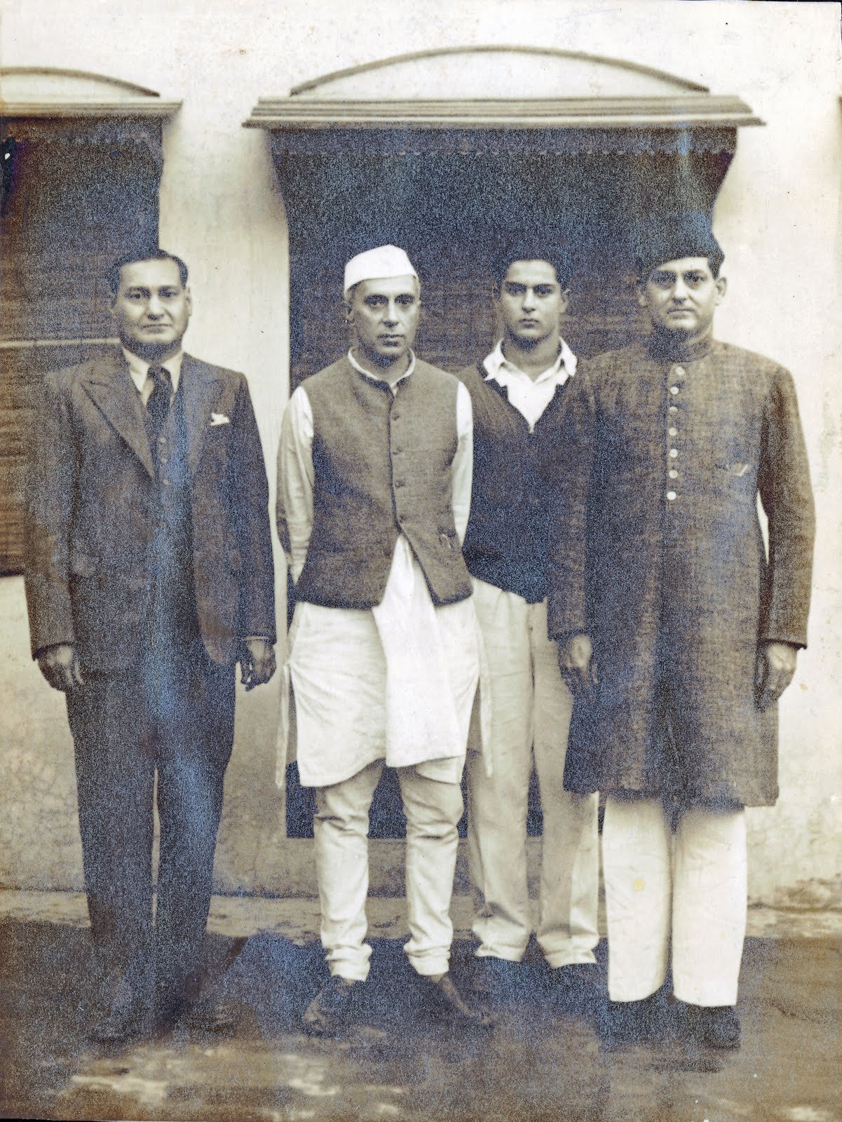 Mr. Feisal Ali (feisal.ali@gmail.com) contributed photograhs (sic) - Khwaja Mohammed Azam, a member of the Indian National Congress based in Ludhiana; friend of Jawaharlal Nehru; picture taken in 1947 when Nehru visited Ludhiana and stayed at my Khwaja Mohammed Azam's residence. (Pic courtesy - oldindianphotos.blogspot.com.). Click for larger picture.