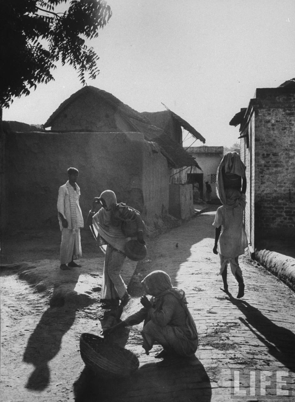 Street scene in northern Indian farming village of Gaonkhera - 1962
