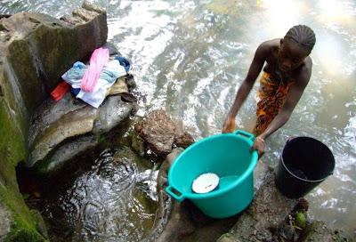 Guiné-Bissau   Região de Bafátá   Mansambo   Fonte de Mansambo   Abril de  2006   Água corrente f873e4713ce