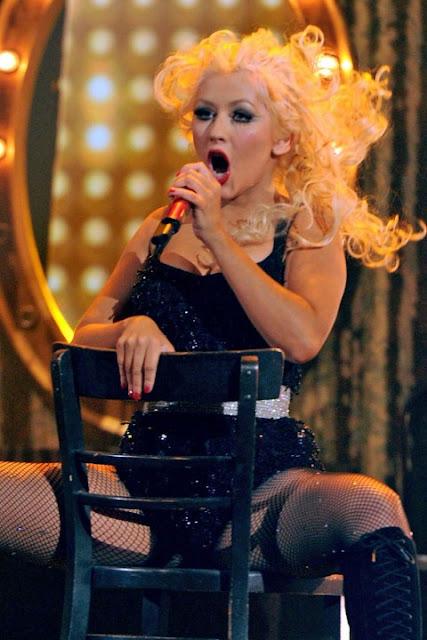 Christina Aguilera is Pregnant? AMA 2010 Picture Reveals