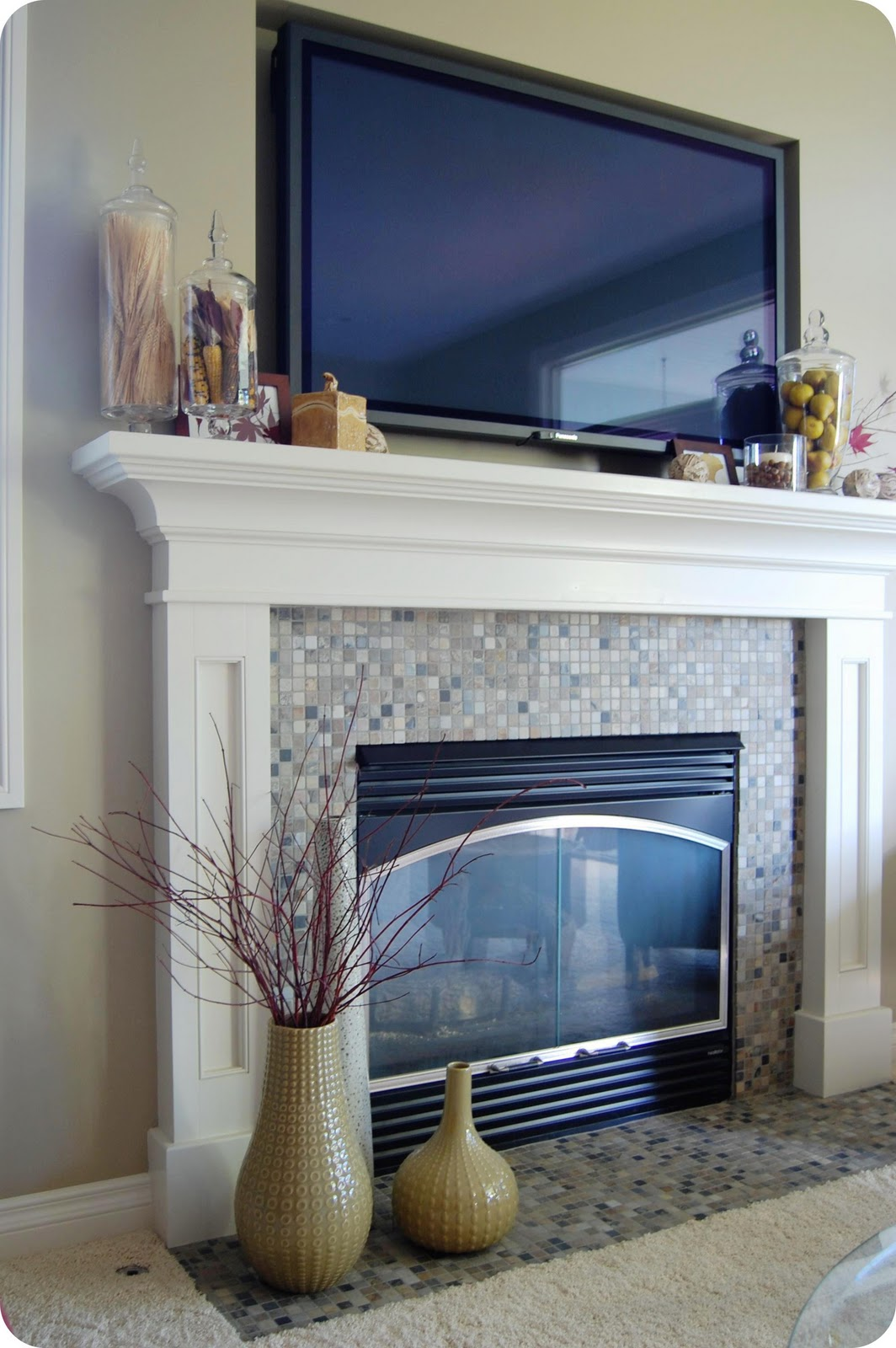 33 shades of green decorating around the tv - Fireplace mantel decor ideas ...