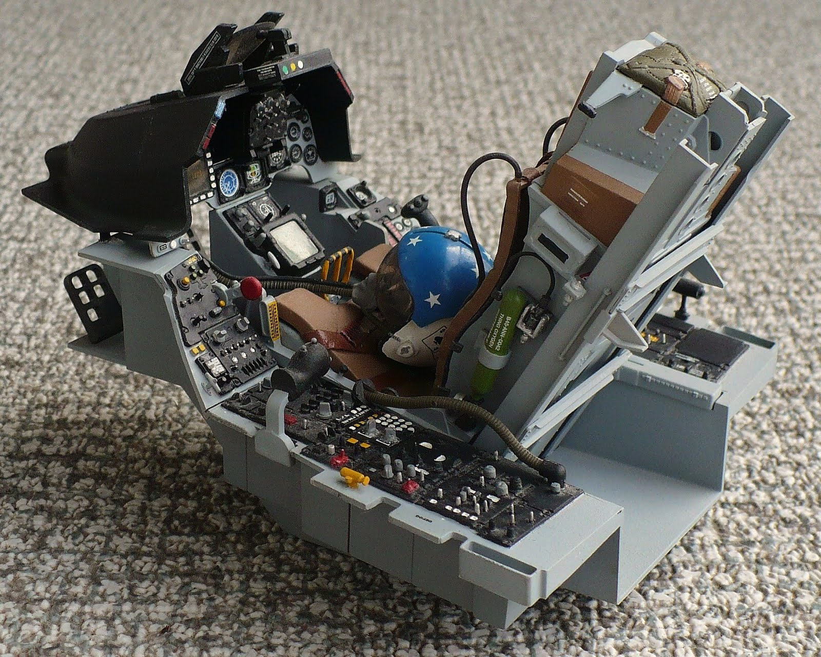 The Great Canadian Model Builders Web Page F 16 Cockpit