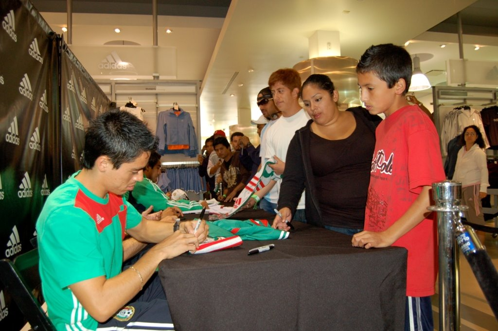b04db124c PHOTO  Mexico National Team and Coach Visit LA to Play   Shop