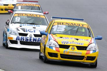 9a19d39377e ... úmida e trouxe uma boa briga entre o pole position Rodolfo Pousa e José  Vitte
