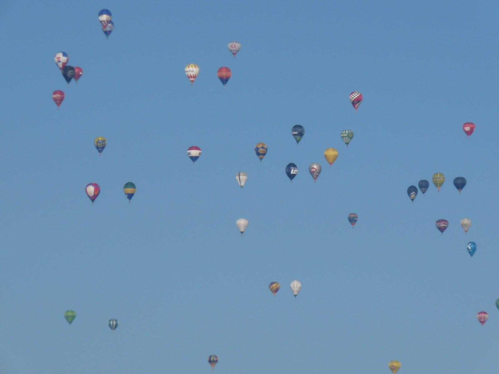 A 19. Hőlégballon VB ideje 2010. október 2. és 2010.10.10 között került  megrendezésre. De hogy mi tartott több mint egy hétig  Nézzük meg a  programot. 51517a5008