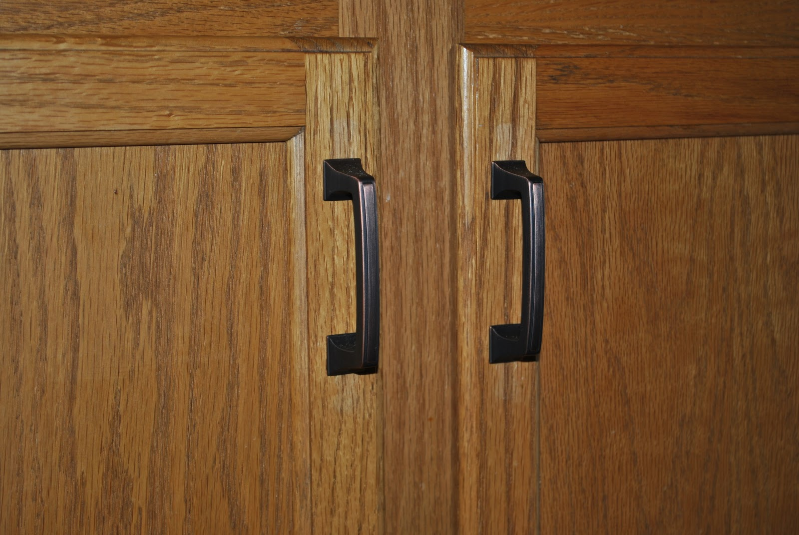 Oil Rubbed Bronze Kitchen Cabinet Handles A Simple Switch Changing Your Cabinet Hardware Jenna Burger