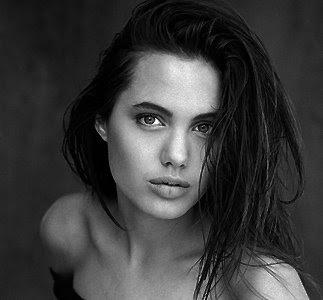 Quem E Angelina Jolie