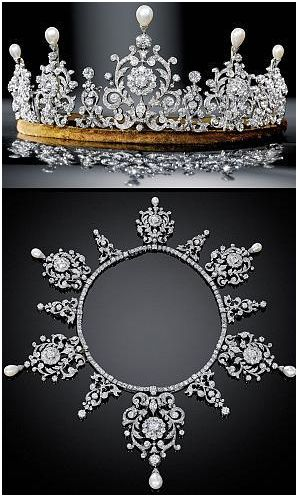 Did You Know Some Tiaras Can Be Converted Into Necklaces Those Designs See Example Below Were Made So The Main Portion Of Tiara Could Detached