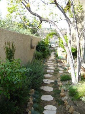 Garden and lanscape idea: Landscaping ideas backyard ... on Narrow Yard Ideas  id=24682